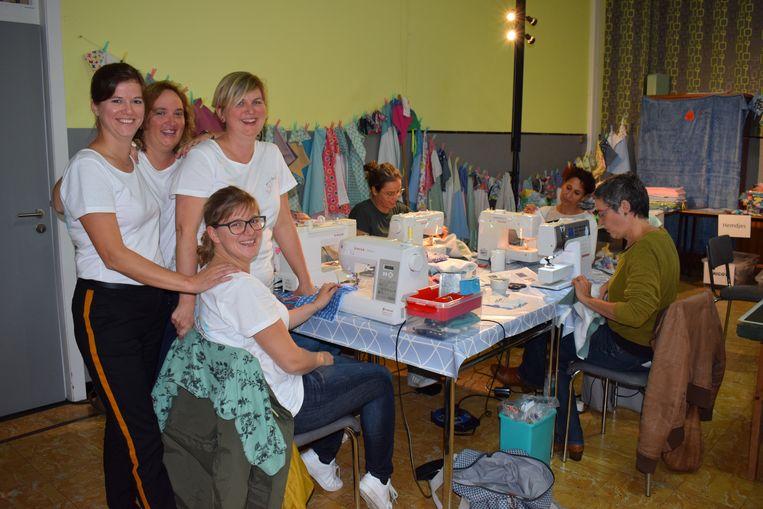 De 'naaiSTERs for life' haalden vorig jaar maar liefst 4.000 euro op met hun naaimarathon.