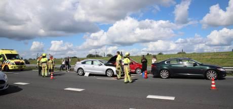 Vertraging op A15 bij Geldermalsen na ongeluk met vier auto's afgenomen