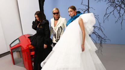 Yolanda Hadid vergezelt haar dochters op de Off-White runway in Parijs