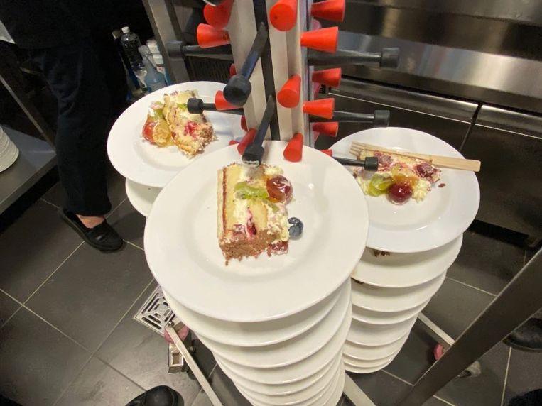 Ter ere van de officiële opening werd er taart uitgedeeld.