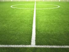 Voetbalveld op sportpark Het Schenge buitenspel door vandalisme