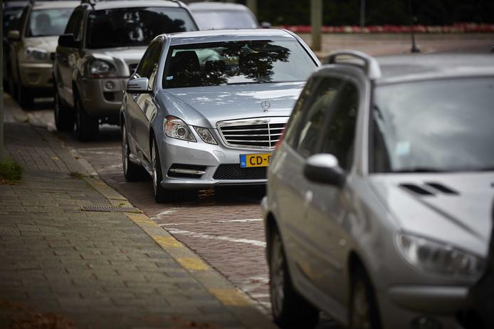 Diplomaten moeten hopen dat zij hun salaris in euro krijgen of dat hun land woonruimte voor hen regelt