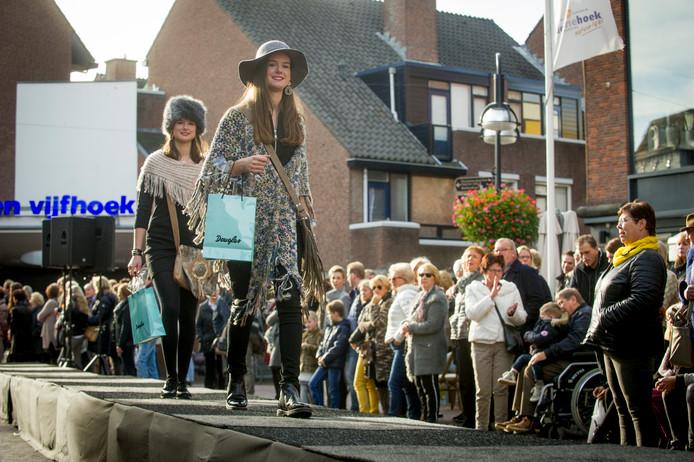 Krystle Hemken, de binnenstadsmanager van Oldenzaal, wil graag van de consumenten horen wat hun wensen zijn ten aanzien van de koopzondagen in Oldenzaal.