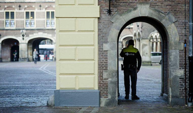Politieagenten rond het Binnenhof. Beeld anp