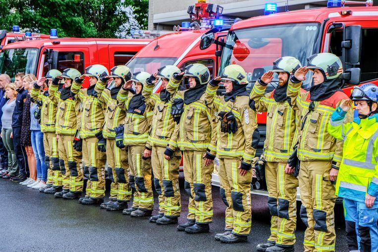 Ook in Kortrijk was er één minuut stilte ter ere van de overleden brandweermannen