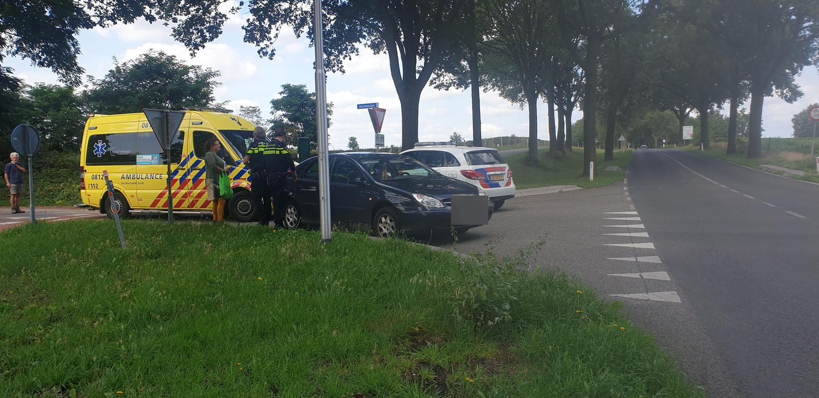 De scooterrijder raakte gewond door de botsing.