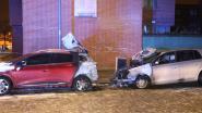 Twee wagens uitgebrand na vermoedelijk brandstichting