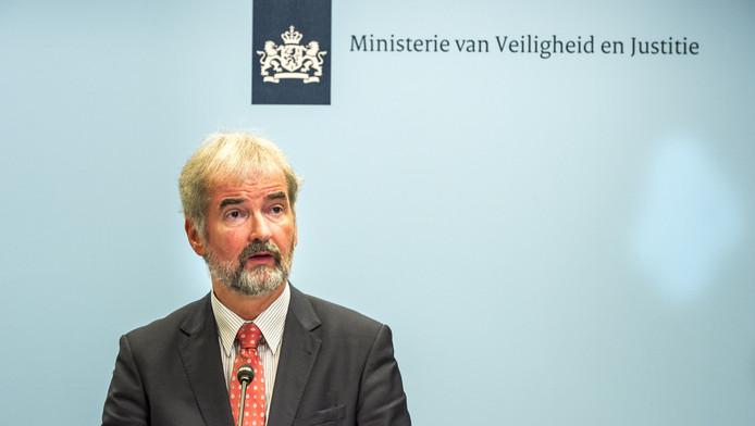 Wim Heijnen, hoofd afdeling medisch-forensisch onderzoek van het Nederlands Forensisch Instituut, eerder tijdens een toelichting op het verloop van het identificatie-onderzoek van de slachtoffers van de vliegramp met de MH17.