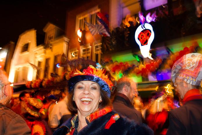 Elluf Elluf in 2014 toen het Lempke, een lichtornament aan de gevel van café La Route op Stratumseind in Eindhoven, werd onthuld. Het ornament brandt voortaan elk jaar van 11 november tot eind carnaval.