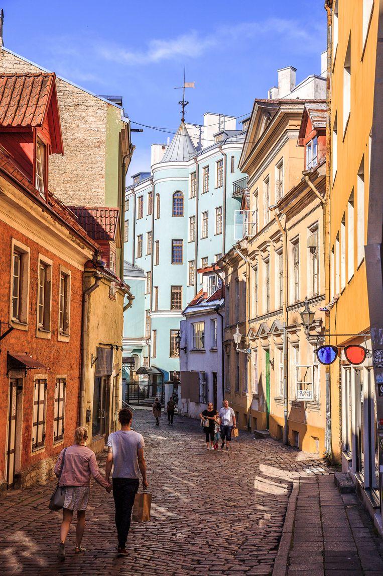Gekleurde façades in het sprookjesachtige centrum van Tallinn.  Beeld Ruben Drenth
