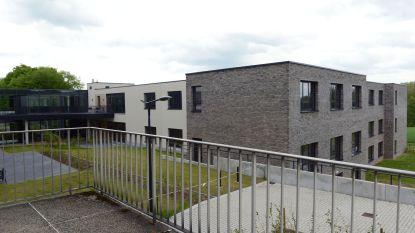 """Woonzorgnet-Dijleland behoudt bezoekverbod voor woonzorgcentra: """"In huis komt er niemand binnen"""""""