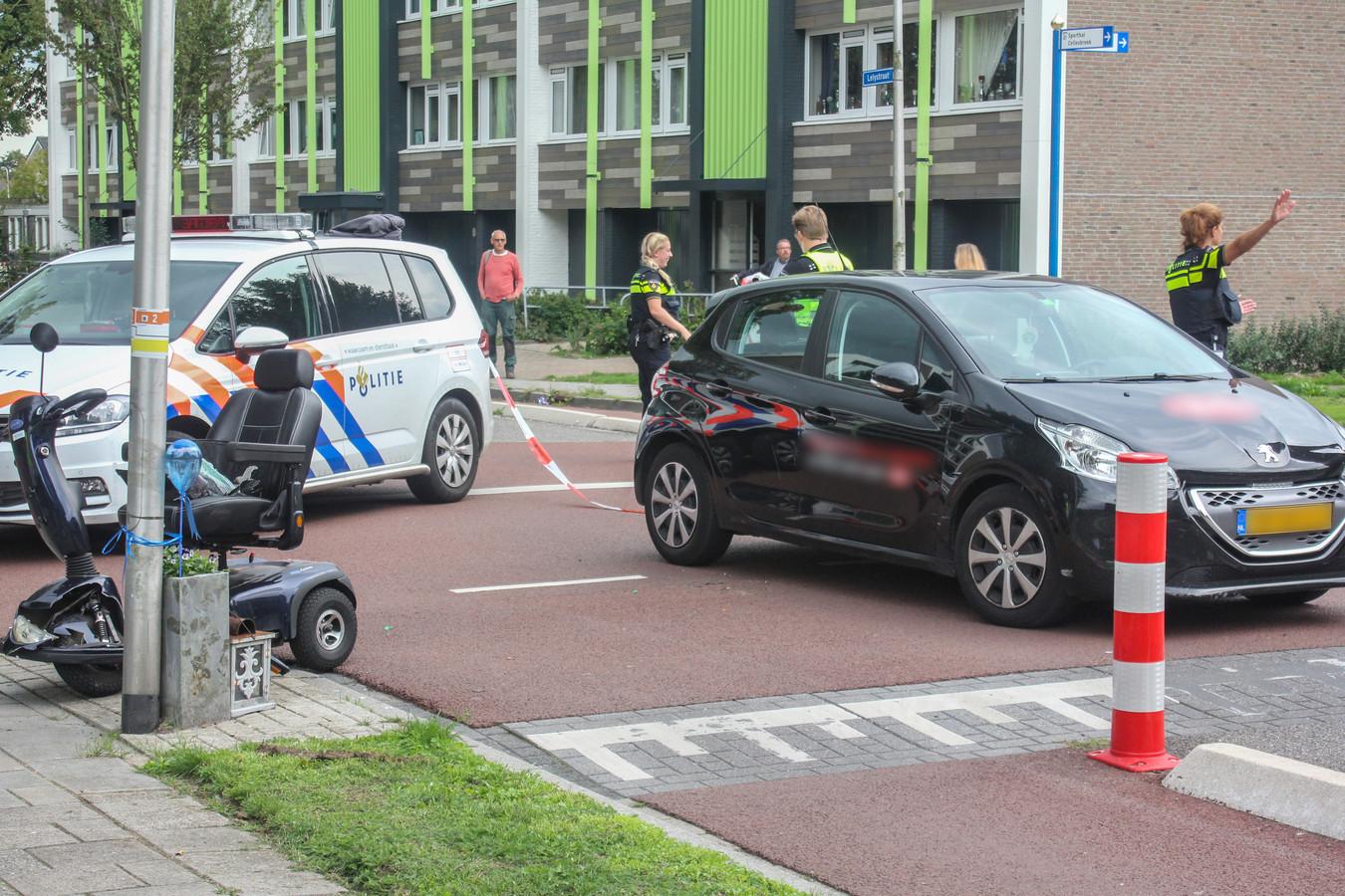 Scootmobiel bestuurster gewond bij botsing met auto in Kampen