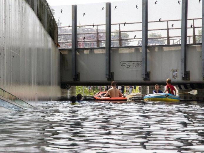 In Rijssen liepen de tunnels onder het spoor compleet onder water.
