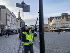 Proef: Lantaarnpalen vol met stickers krijgen een anti-stickercoating