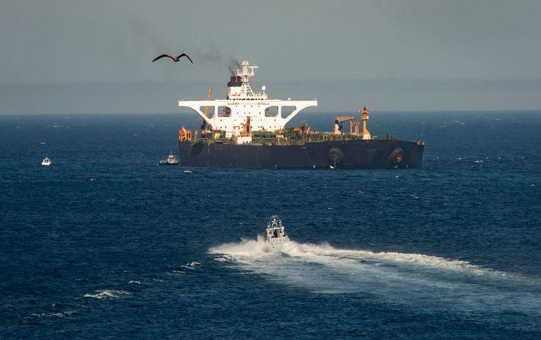 De Adrian Aryra 1 vaart weg uit de territoriale wateren van Gibraltar.