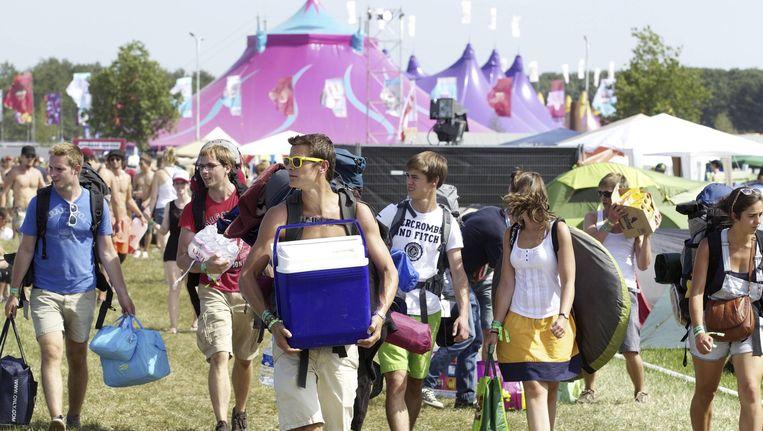 Festivalgangers komen toe op het campingterrein van Pukkelpop festival in Kiewit.