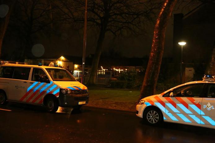De politie kwam met meerdere auto's ter plekke.