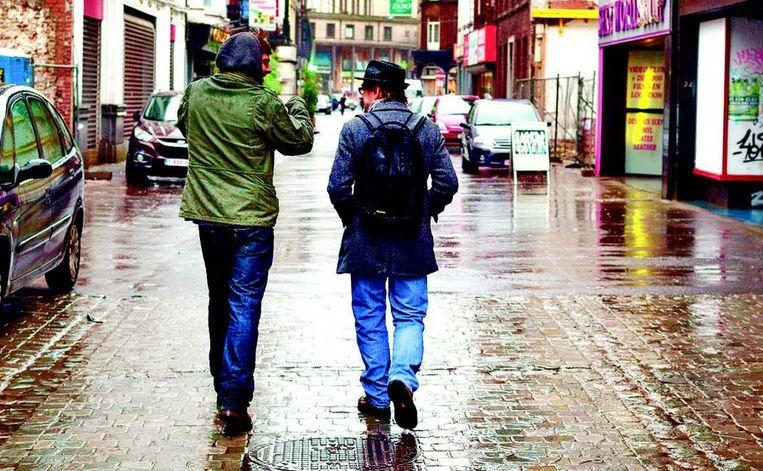 Gids Nicolas Buissart troont ons mee door de Rue de Marchienne, in de 'ville basse'.