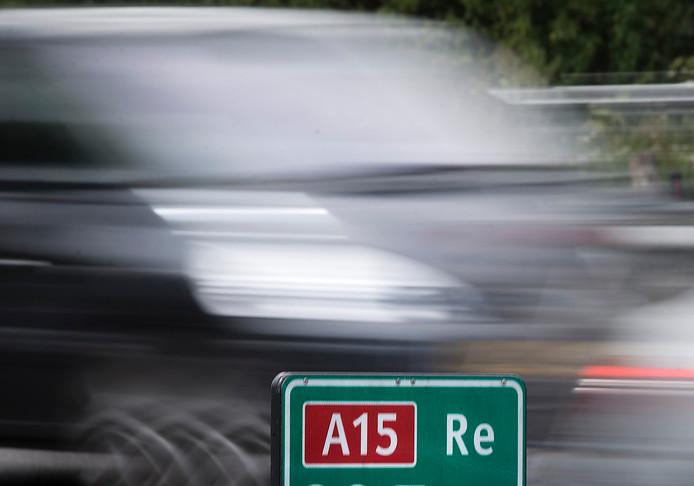 Doortrekking en verbreding van de A15 zorgt voor iets meer verkeer op de Rijksweg-Zuid en Griftdijk, maar veel minder verkeer op de Rijksweg-Noord