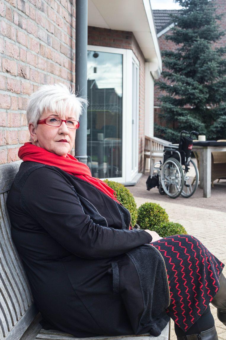 Mantelzorger Marjo Brouns zorgt voor haar man, die een partiële dwarslaesie opliep. Beeld Cigdem Yuksel