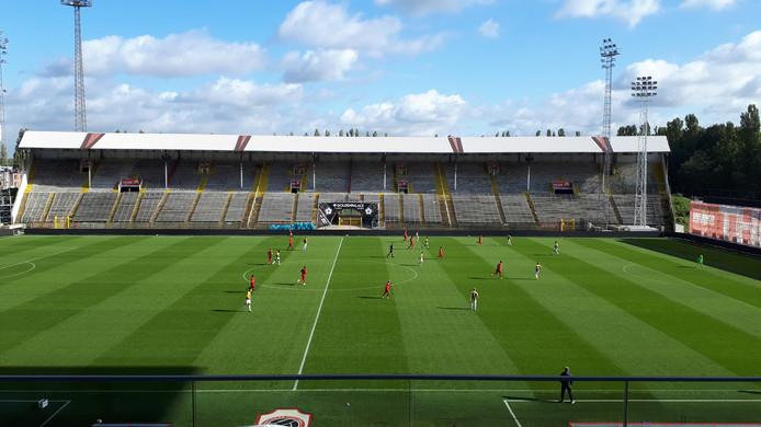 Een lege Bosuil voor de oefenwedstrijd tussen Royal Antwerp FC en Vitesse