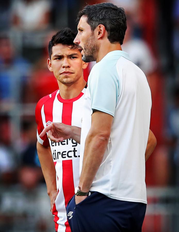 Hirving Lozano en Mark van Bommel.