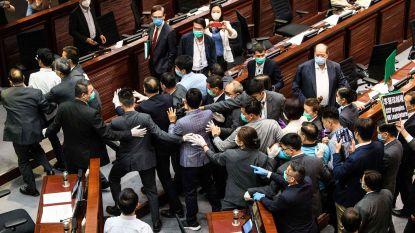 China wil ook eigen veiligheidsdiensten in Hongkong inzetten, geduw en getrek in parlement