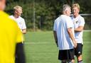 Dirk Kuyt, Cor Adriaanse en Arnold Scholten tijdens de training van Feyenoord Onder 19 op Varkenoord.