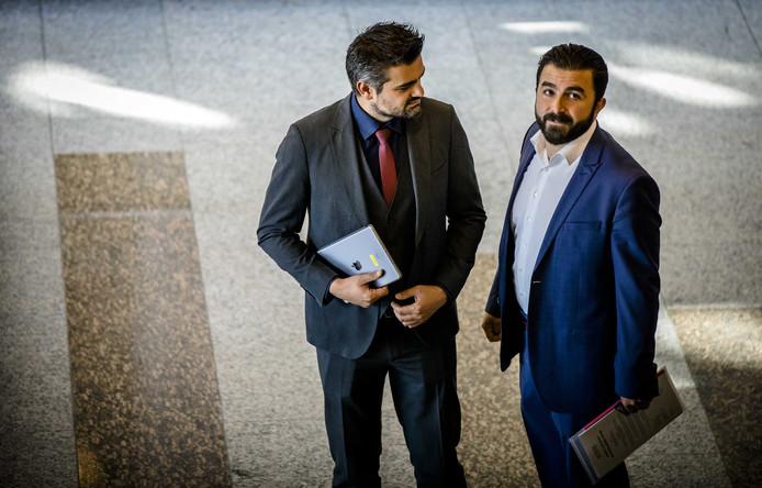 Tunahan Kuzu (DENK) en Selcuk Ozturk (DENK) tijdens het wekelijkse vragenuurtje in de Tweede Kamer