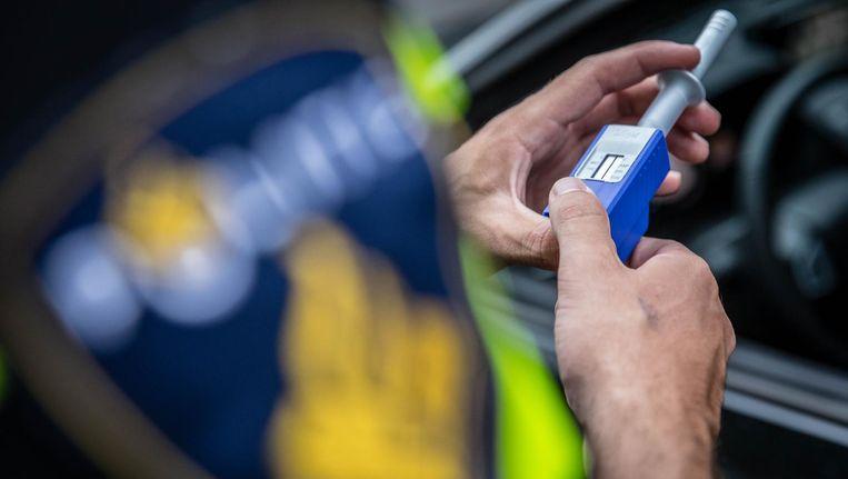 Sinds 1 juli 2017 beschikt de politie over de speekseltest, die verschillende soorten drugs in het speeksel kan opsporen. Beeld anp