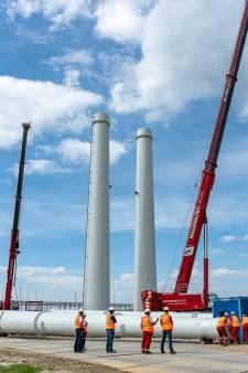 Mijlpaal voor 380kV-lijn Borssele-Rilland: de eerste hoogspanningsmast is af