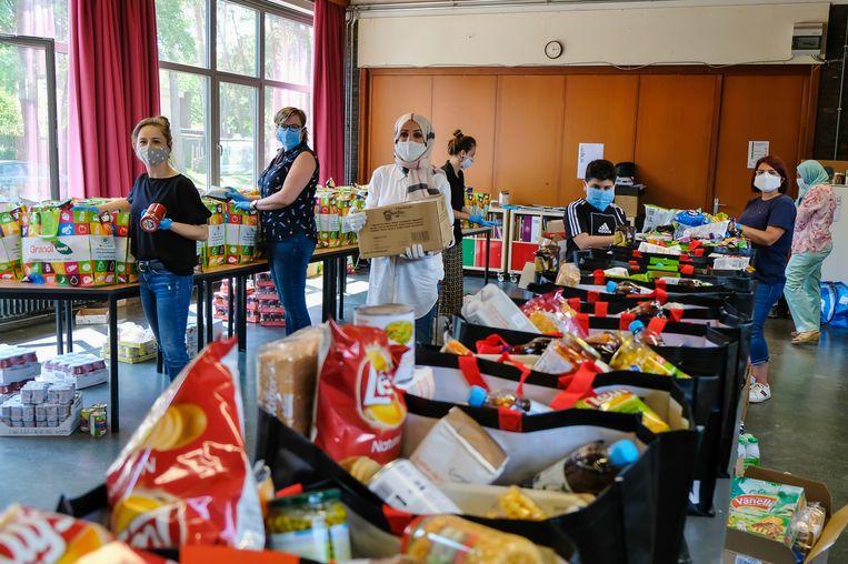 130 gezinnen kregen een extra voedselpakket.