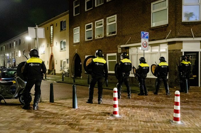 Politie in Duindorp.