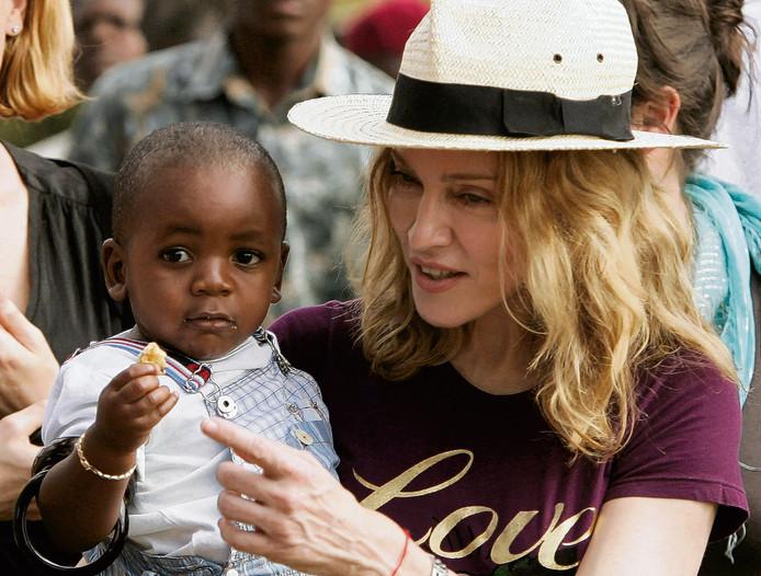 Madonna in 2007 met haar geadopteerde zoontje David Banda.