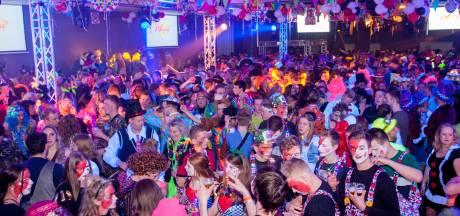 In Klarenbeek vier je dit jaar carnaval vanuit de woonkamer: 'Voor iedereen in het dorp een vlag'