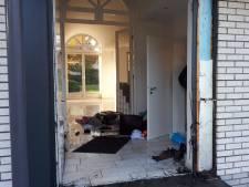 Politie blaast voordeur van woning in Gronau op, 3 aanhoudingen