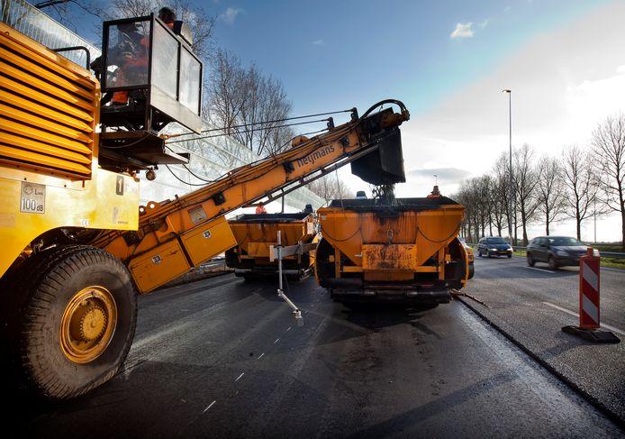 De A28 krijgt een nieuwe  laag asfalt, foto ter illustratie.
