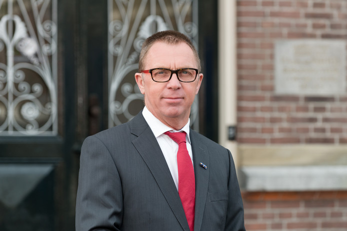 Helm Verhees.