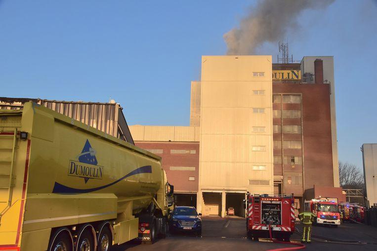 De brandweer had uren werk om de brand te bestrijden.