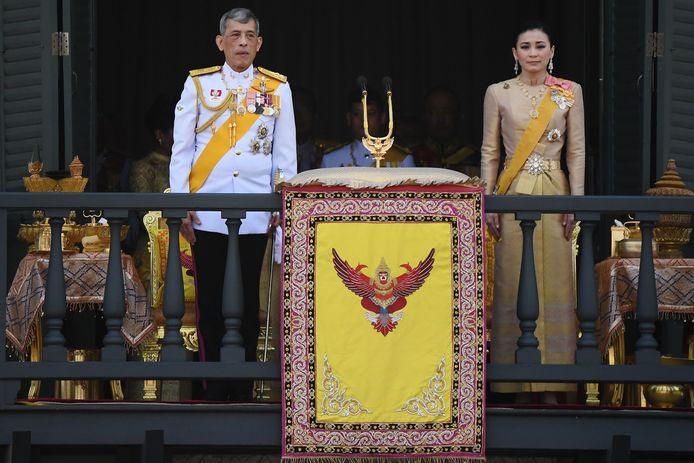Koning Maha Vajiralongkorn en koningin Suthida.