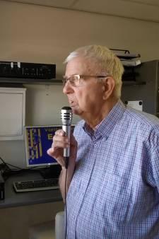 91-jarige stadionspeaker: 'altijd gek geweest op voetbal'