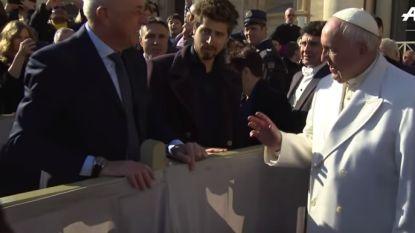 VIDEO: Sagan op bezoek bij de paus - Cavendish draait rondjes op Formule 1-circuit