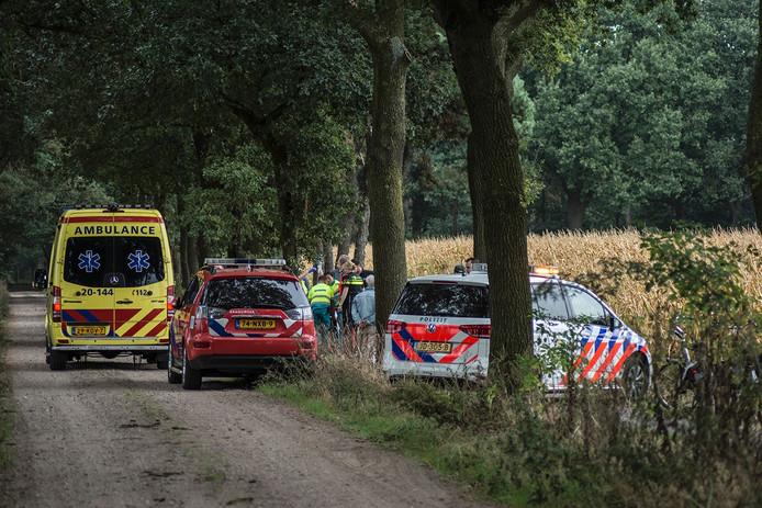 Twee ambulances en een traumahelikopter werden opgeroepen.