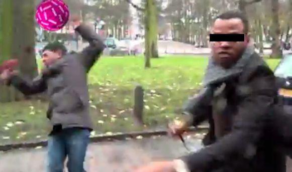 Een medewerker van de Angolese ambassade verkocht Ghosen enkele rake klappen.