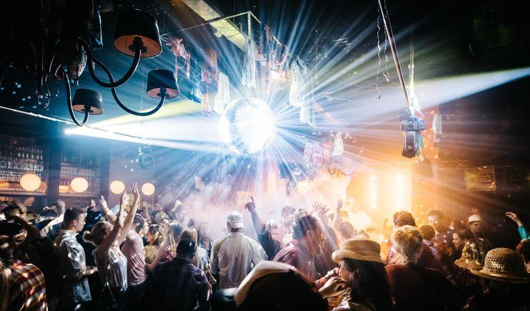 Het PartyFeest in de bowlingbaan. Beeld Sam Tobe - Sam Eye Photography