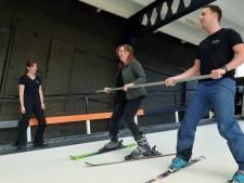 Melanie kwam vast te zitten in een skilift en staat na 35 jaar voor het eerst weer op de ski's