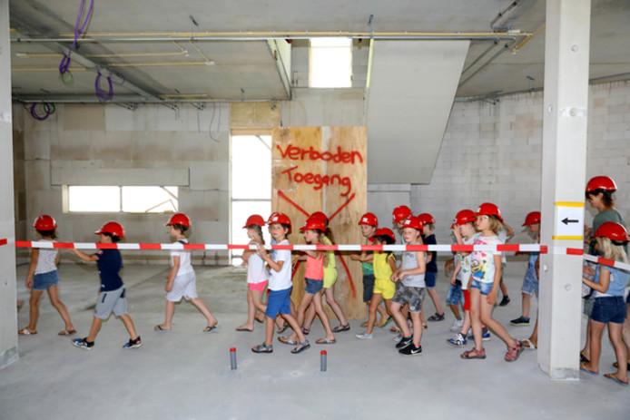 Alvast voorproeven in het nieuwe schoolgebouw.