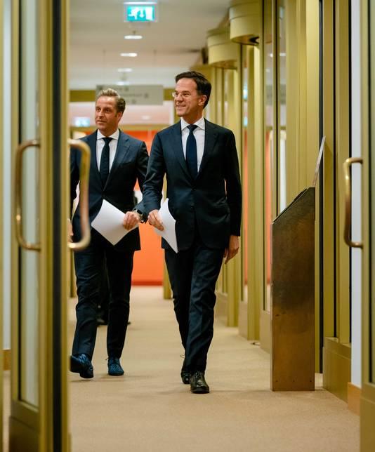 Premier Mark Rutte en Minister Hugo de Jonge (Volksgezondheid, Welzijn en Sport) op weg naar de persconferentie.  ANP BART MAAT