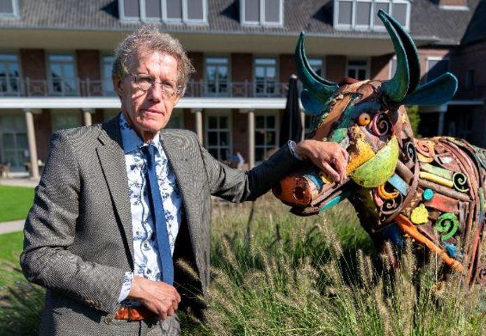 Peter Beijers in de tuin van Sint-Barbara in Wijbosch, een van de verpleeghuizen van zorgorganisatie Laverhof.