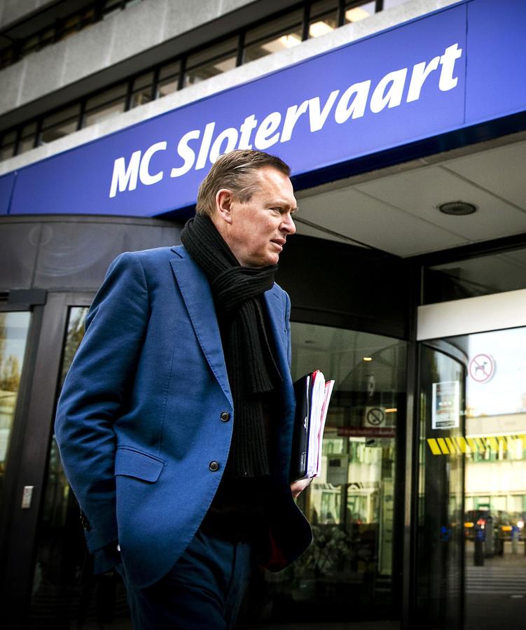 Minister Bruno Bruins (Medische Zorg) arriveert bij het Slotervaart Ziekenhuis.